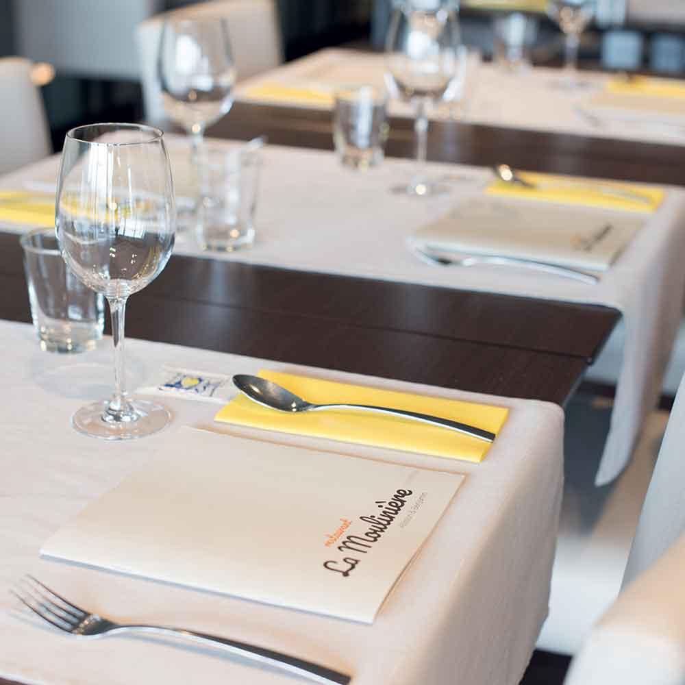 La Moulinière table intérieure menu